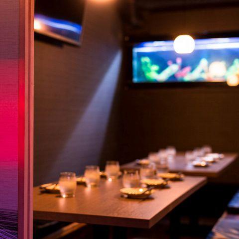 居酒屋ととりこ新宿店で今大人気の掘りごたつ式のお部屋です。女子会やデートなど多種多様なシチュエーションのご宴会にご利用ください。大型の歓迎会・送別会にもバッチリ対応させて頂きます!最大100名様まで完全個室でご案内致します!
