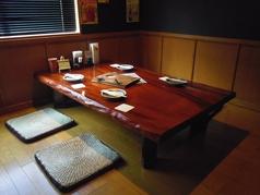 木目の美しいテーブルです