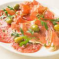 料理メニュー写真スペイン産生ハムとミラノサラミの盛り合わせ