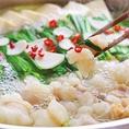 こだわりのプリップリもつを使用した博多屋台の名物であるもつ鍋は、厳選した博多の食材をふんだんに使用し、本場の味に仕上げられた絶品です☆