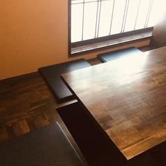 【2階】L字型個室。デートや女子会にぴったりのお席です。