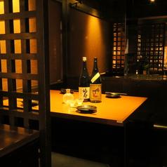 周りを気にせずゆったりとした時間をお過ごしになりたい方はぜひ個室席を。2~4名様でご利用いただける個室をご用意しています。デートや大事なお食事会などにご利用ください。