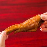 手羽の食べ方【1】串を抜きます。