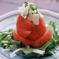 料理メニュー写真トマトとモッツァレラチーズのカプレーゼ