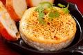 料理メニュー写真カマンベールのはちみつオーブン焼き