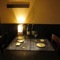 優しい灯が照らしてくれる中でのお食事は、雰囲気も抜群で、お酒も食事も進みます。デートや女子会にぴったりのおしゃれなお席をぜひご利用ください。当店自慢の人気席の為、お問い合わせはお早めにお願い致します。もちろん2名様からでもお使いできるお得なクーポンも多数ございます!