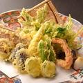料理メニュー写真季節の野菜天ぷら盛合わせ