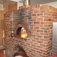 薪窯で焼き上げた自慢の本格イタリアン