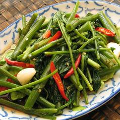 料理メニュー写真空芯菜炒め:パックブン・ファイディーン(Stir-Fried Spicy Morning Glory)