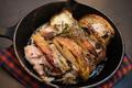 料理メニュー写真豚肉とりんごのスキレット焼き