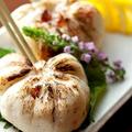 料理メニュー写真自家製の海鮮つくね焼き 温泉卵を添えて/淡路赤鶏の串焼き 塩・タレ