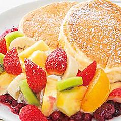フレッシュフルーツのリコッタパンケーキ