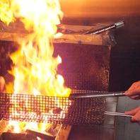 高級備長炭で焼き上げる地鶏料理の香りで満足度アップ♪
