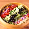 料理メニュー写真豆腐と12種野菜のヴィーガンサラダ