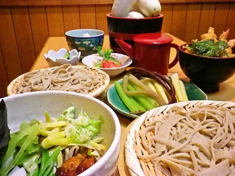 江丹別産と摩周産のそば粉をブレンドした手打ちそばが人気の蕎麦店。野菜は自家栽培!