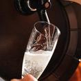 樽詰めスパークリングワインも、なみなみと注いでご提供いたします!ワインは他にもこだわりのボトルをご用意しております。ロティサリーチキンと相性抜群のワインも数多取り揃えております。