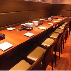 テーブルを繋げて一列にずらっと並べることもできるスペースもあります。皆でゆったりくつろいで行ってください♪