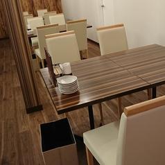 4名様テーブル席×3卓をご用意しております。お友達同士や同僚と・・。気軽に一杯できる広めのテーブル席!少人数グループでのお食事会や女子会などにおすすめです。