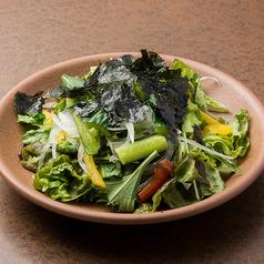 韓国のりと食べるチョレギサラダ