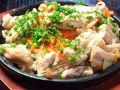 料理メニュー写真鶏せせりのねぎ塩鉄板焼き