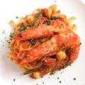 料理メニュー写真有頭エビと小柱のトマトソース フィットチーネ