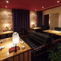 ゆったりとくつろげる落ち着いたお席です。ローソファーで美味しいお食事をお楽しみ下さい!!