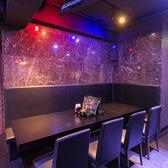 8名様まで着席可能なボックス席。周りを気にすることなく、プライベートな空間でゆったりとお食事とお酒をお楽しみいただけます。人気のお席となりますので、お早目のご予約をお願いいたします。