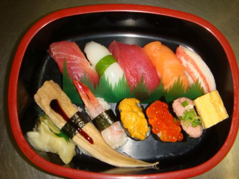 新鮮で美味しいお寿司を銀のさらがお届け!ご自宅でお楽しみ下さい。