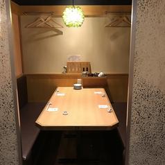6名テーブル×4卓ございます。弁天町から徒歩1分と駅チカなので普段使いから小宴会でのご利用にもピッタリです!