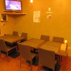 落ち着いて食べられる4名様テーブルが3テーブルございます♪