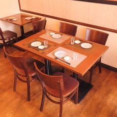 ふらっと気軽に立ち寄れる立地と雰囲気が魅力の「居酒屋てつ」は17時~25時まで営業しております。天ぷらをはじめ、鮮魚、牛刺し、モツ煮、炙り明太、牡蠣のポン酢…と居酒屋メニューなら断然てつがオススメです♪日本酒の飲み比べもあるので、会社終わりの一息にぜひお立ち寄りください。少人数宴会や女子会にもぴったり!