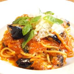 料理メニュー写真茄子とモッツァレラチーズのトマトソース スパゲティ バジリコ風味