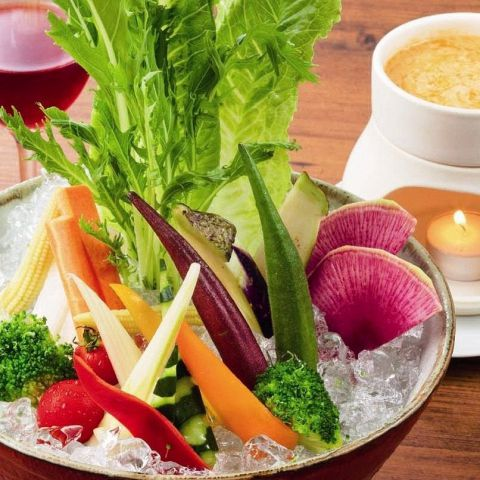 さまざまな彩りの新鮮な野菜を使い、素材を活かした料理をご用意しております。※仕入状況・天候要因に野菜は変更いたします。※12月1日から料理内容が変わります♪