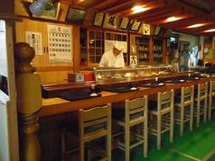 11席のカウンター。一人からでも和食を気軽に楽しめる。