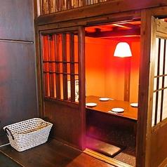 禁煙の半個室2名~4名席×2お子様ずれにもうれしいお座敷です。