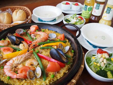 スペインならではのお料理「パエリア」をメインとした農場風パエリアコースが1750円♪