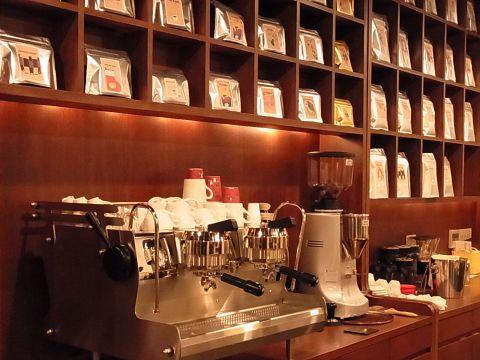 全席禁煙のお席で、コーヒーの味と香りをご堪能ください。