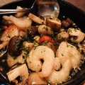 料理メニュー写真エビとマッシュルームのアヒージョ