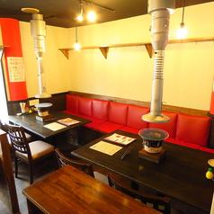 4名様テーブル席×6卓、6名様テーブル席×1卓をご用意しております。レイアウト自由なテーブル席。少人数様から、10名様以上のご宴会など様々なシーンでご利用いただけます。