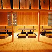【2名様~】広々とお使いいただける開放感のある掘りごたつ席。つなげて20名様までの宴会にもご利用いただけます。