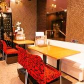 ソファーや椅子にもこだわったお洒落なテーブル席は、デートやお友達とのお食事、少人数の飲み会など様々なシーンにご利用頂けます。