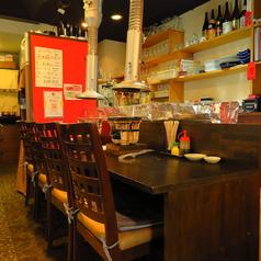 カウンター席を6席ご用意しております。お一人様のサク飲みや、デートにも使えるカウンター席。豊富なアラカルト&ドリンクメニューで、楽しい時間をお過ごしください!