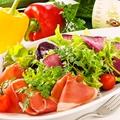 料理メニュー写真■パルマ産プロシュートのメリメロサラダ