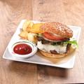 料理メニュー写真チーズバーガー&チップス(160g)
