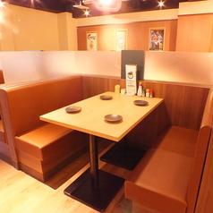 仕事帰り、同僚との飲み会、各種宴会など、様々なシーンでご利用頂けます。BOX型のテーブル席は隣が気にならないパーソナル空間。美味しいお酒と美味しい料理をお腹いっぱい愉しんで頂けます♪人気席となっておりますのでご予約はお早めにお願いします☆