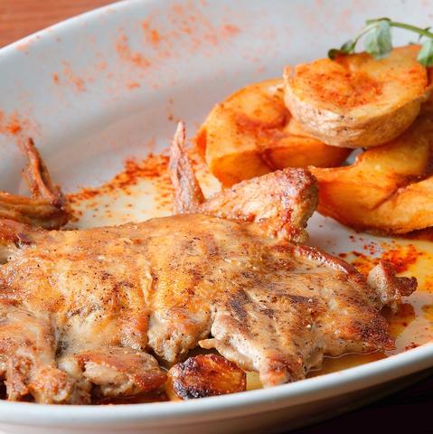 前菜は種類豊富なヴェネチア風の前菜を取り揃えており、肉や魚料理は溶岩石グリルでじんわり焼いているので、旨味を凝縮した状態で焼き上げます。美味しい料理をご提供するためにひとつひとつの調理法までこだわっています。