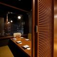 【6名様個室・テーブル席】楽蔵うたげ 浜松町大門店は2名~36名様まで対応可能な完全個室を完備。少人数の宴会や女子会・合コンにも最適な個室を多数ご用意しております。仕事の同僚や仲間と、会社帰りに気軽に飲み会も大歓迎です!