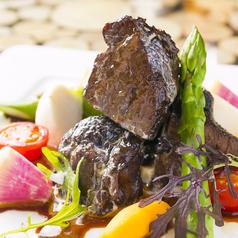 牛ホホ肉の赤ワイン煮込み~マデラソースと共に~