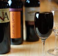 グラスワインはこぼれるほどに注ぎます!500円(税抜)~
