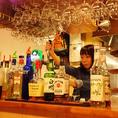 バーカウンターにはいろいろな種類のお酒が立ち並びます!!メニューにはないドリンクもお気軽にお尋ねください!!